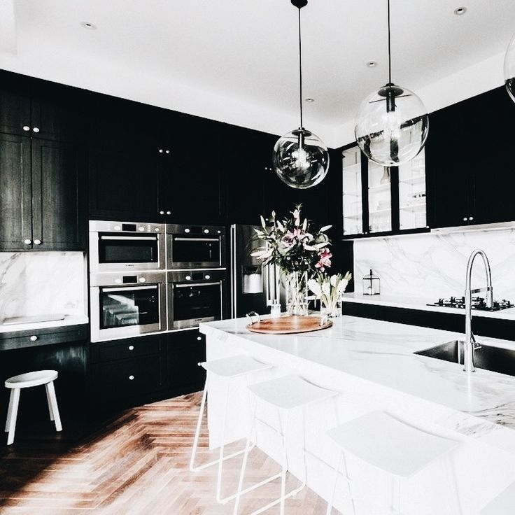Classic two tone kitchen in black and white