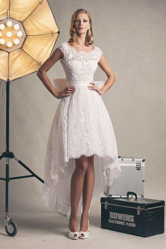 HIlary, abito corto in pizzo francese. #weddingdress #shortdress #marsilmoda #abitodasposa #frenchlace #madeinitaly