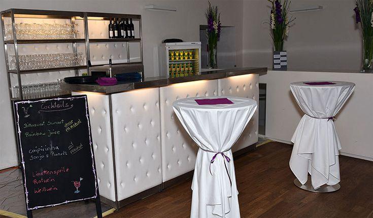 Cocktailbar für Hochzeiten - antialkoholische Drinks mit Strohhalm und Schirmchen sind bei Kids sehr beliebt ;-)