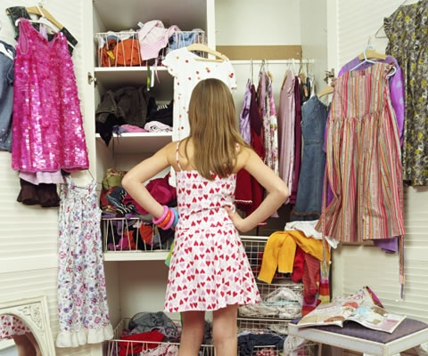 NETROBE, UNA APP PARA ORGANIZAR TU CLOSET. Ideal para adictos a las compras que tienen montañas de ropa en el closet. Es una aplicación que sirve para hacer un inventario de lo que tienes, pero además te ayuda a sacar el mayor provecho posible. Conoce más detalles en Mujer Paris. http://www.mujerparis.cl/2012/10/netrobe-una-app-para-organizar-tu-closet/