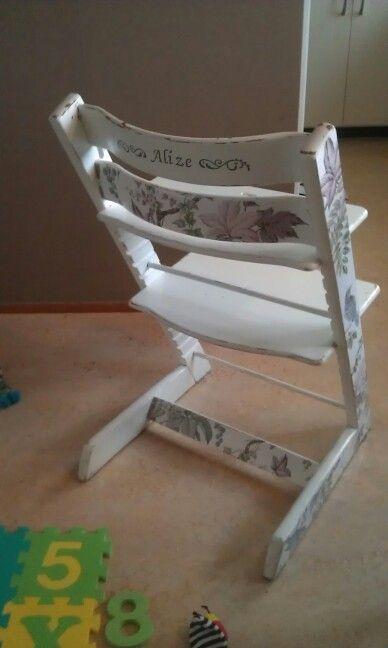 Gjort om en tråkig tripp-trapp stol. Chabby chick. Tapet och färg gör mycket.