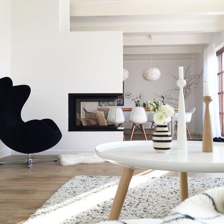 Aufregend Grün #beistelltisch #sidetable #coffetable #interior #einrichtung #einrichtungsideen #dekoraktion #decoration #wohnzimmer #livingroom #black #white Foto: Winterliebe7