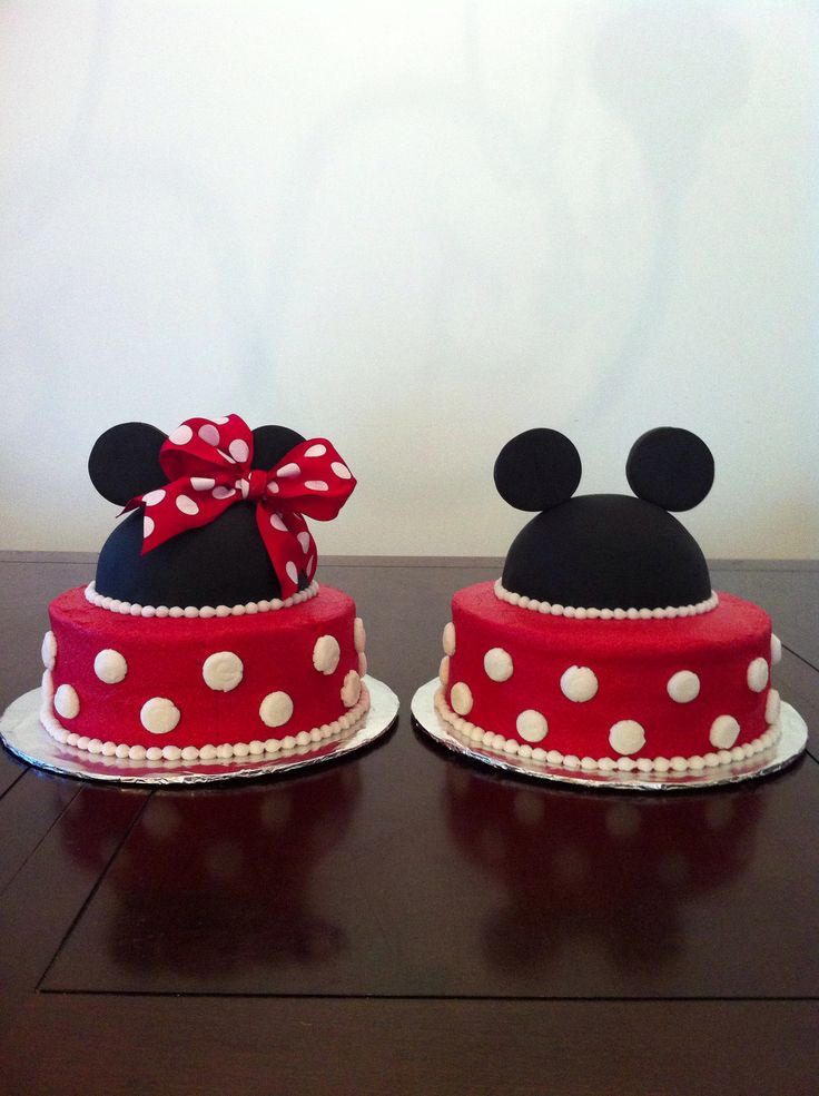 Mickey and Minnie Mouse cakes