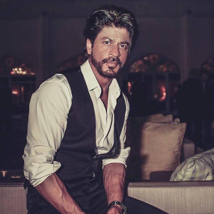New pic of Shahrukh. Gorgeous.