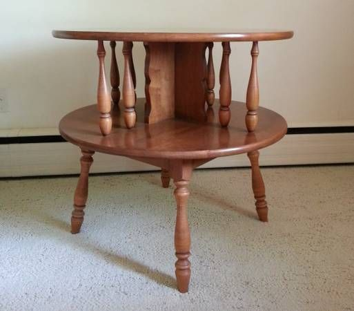 Heywood Wakefield 2-tiered maple colonial table 28