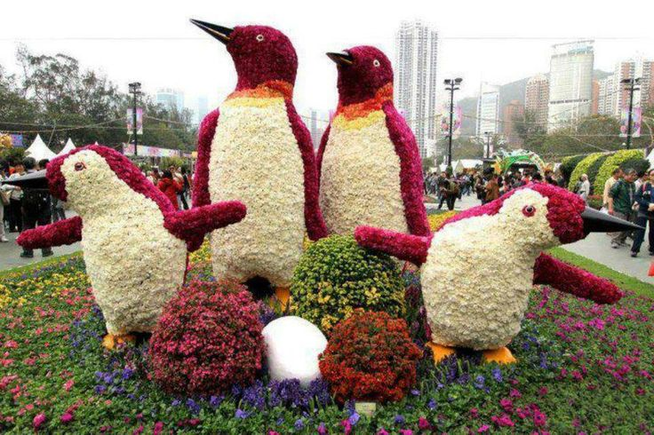 Reminds me of Happy Feet - landscaping art
