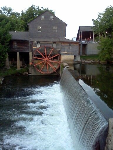 34 best images about pigeon forge gatlinburg on pinterest for Mountain flower cabin pigeon forge