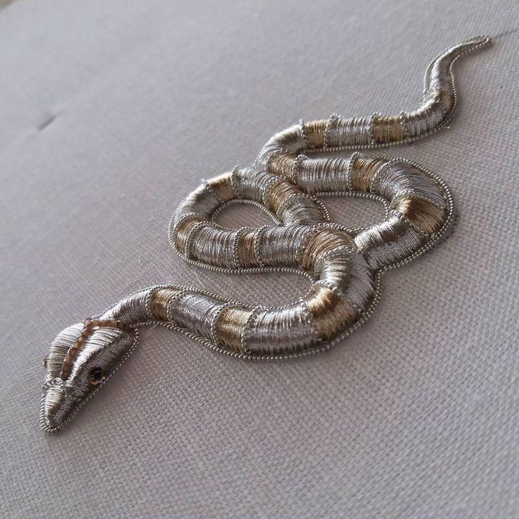 #submarina707 #snake #goldwork #embroidery #silverwork #embroideryprocess #workprocess #вышивка #вышивказолотом #brooch