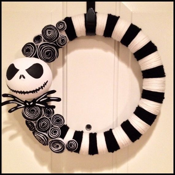 Design credit for this wreath goes to the incredibly talented Michele over at HalloQween Creations. Please go check out her other amazing