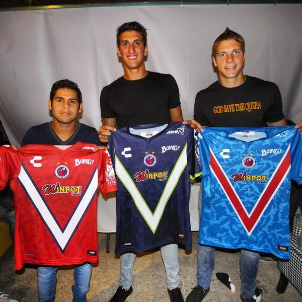 Club Tiburones Rojos Charly Futbol Kits 2015