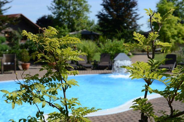 Herrlich erfrischen an unserem #Außenpool  ... ideal für die Abkühlung nach dem #Saunaritual   ~~~~~~~~~~~~~~~~ #wellnesszone #seeschlösschen #senftenberg #brandenburg #lausitz #wohlfühlen #wohlfühloase #wellbeing #fitness #yoga #ayurveda #sauna #wellness #pool #abkühlen #abkühlenimpool #schwimmen #love #instagood #beautiful #happy #smile #nature #photography #healthy #fit #lifestyle