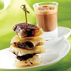 Mini pannequets de banane au grué de cacao : découvrez les ingrédients, la préparation et la cuisson pour cette recette de cuisine.