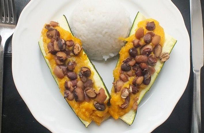 Vegane Zucchini mit Bohnen und Süßkartoffeln