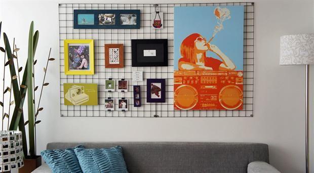 pared con cuadros de diferentes tamaños