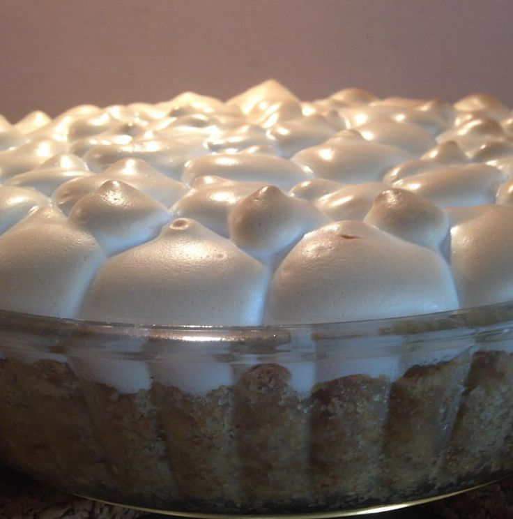 """Gefällt 10 Mal, 1 Kommentare - BakeMyDay (@bolinhos_e_mais) auf Instagram: """"#rhabarberkuchen mit #dinkelmehl #gebacken #überbackene #eiweisshaube . . #baiser #ruibarbo…"""""""