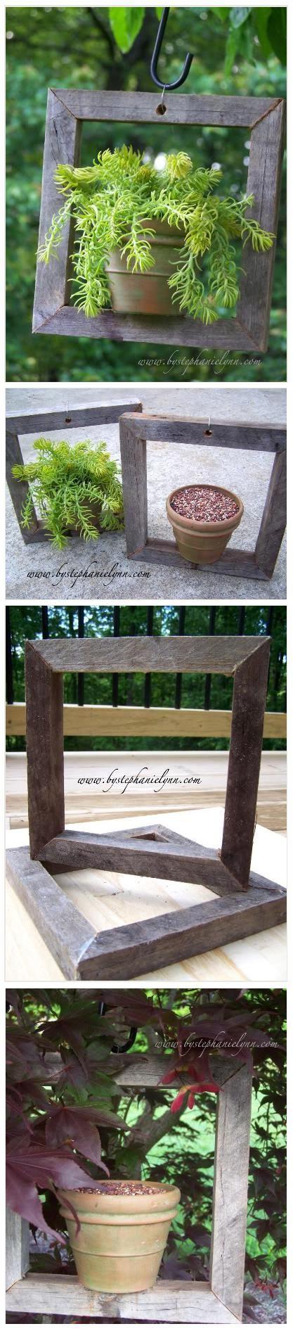 Reclaimed Wood Plant Hangers And Bird Feeders. Una idea simpática para hacer: maceteros colgantes con marcos de madera