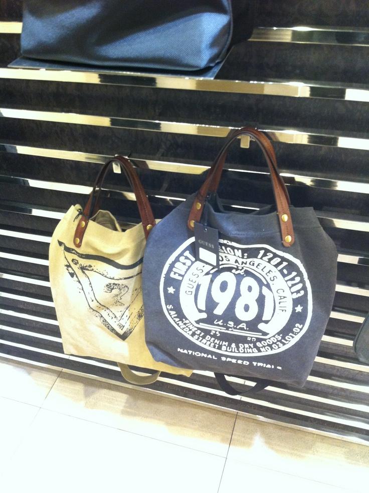 A teljes kollekció -ezek a gyönyörű táskák is- 20 % kedvezménnyel megvásárolhatóak voltak / GUESS shopping