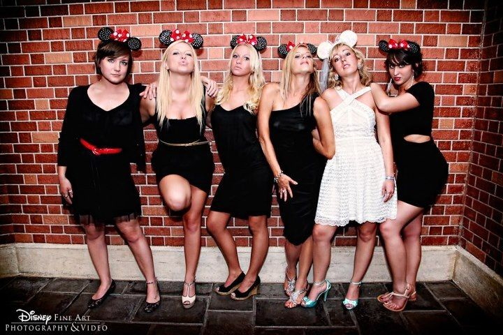 Disney bridesmaid pose :)OMG CAN WE PLEASE DO THIS !!!!!!!