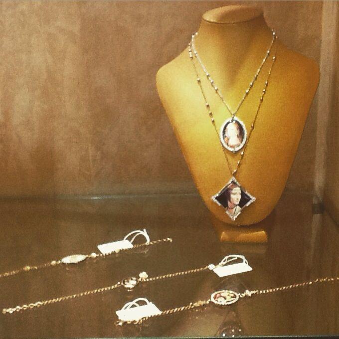 #amelie #bijoux #necklaces #bracelets #silver #brass #vintage #retro #style #fashion #dipintifamosi #TEKAGIOIELLI #followme #moladibari