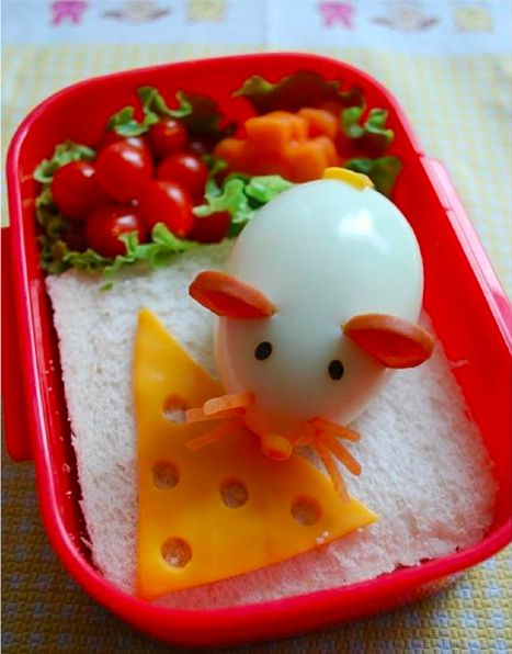 Lunch will never be boring again with this little egg mouse!