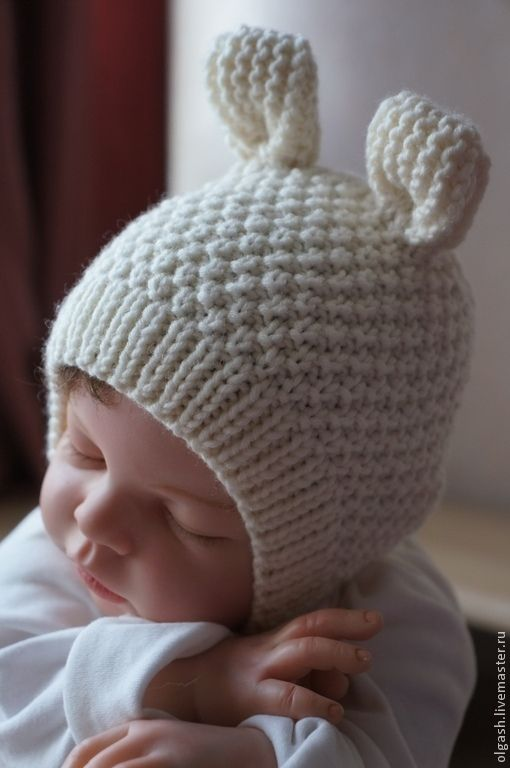 Купить или заказать Шапочка ' Ушки-5' в интернет-магазине на Ярмарке Мастеров. Шапочки для новорожденных должны быть максимально комфортными и удобными, плотно облегать крохотную головку, при этом не стягивая и не создавая дискомфорт. Модель ' Моя первая шапочка -Ушки' выполнена из высококачественной пряжи пр-ва Италии , связана спицами , без швов. Форма ее - это обычный чепчик , только выполнен из 100 % мериносовой шерсти, средней толщины нити, а маленькие ушки придадут очаро...