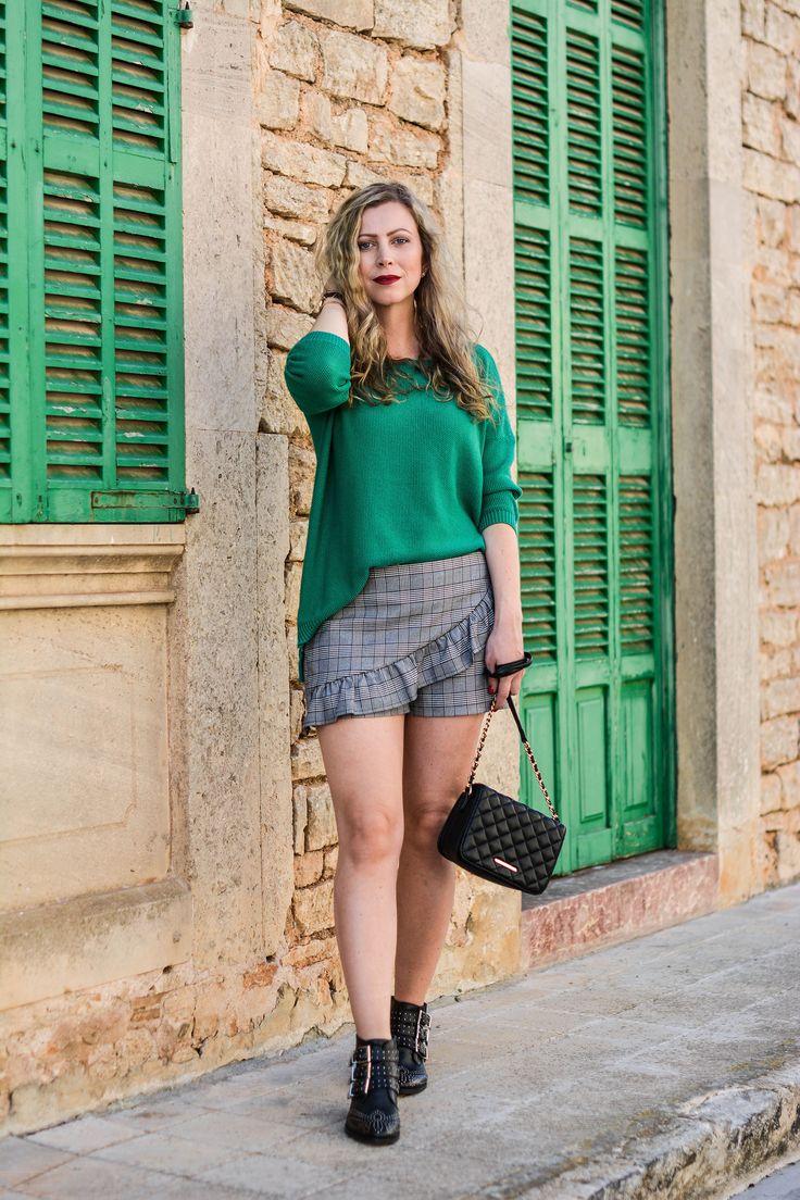 Auf dem Blog gibt es diesmal einen Look mit den Trends Greenery und Glencheck zu entdecken. Außerdem verrate ich meine Motivation, über Mode zu bloggen.