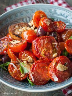 Tomatensalat aus dem Ofen. Super Rezept! Lauwarm zur Grillparty oder zum Mittagessen.
