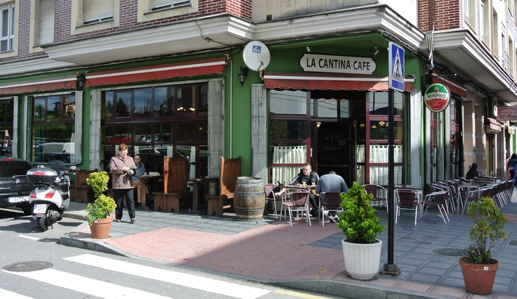 Terraza de La Cantina Café, uno de nuestros dos locales en El Berrón (Asturias)