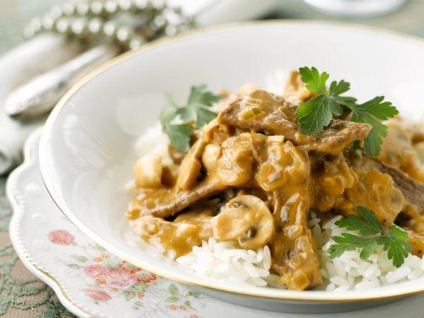 Reepjes rundvlees en champignonsin roomsaus, het gerecht dat de wereld veroverde - Libelle Lekker!