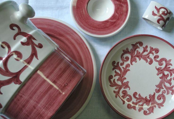 Caparrina piatti | Ceramica Francesco De Maio | collezione fiori scuri | #ceramicafrancescodemaio