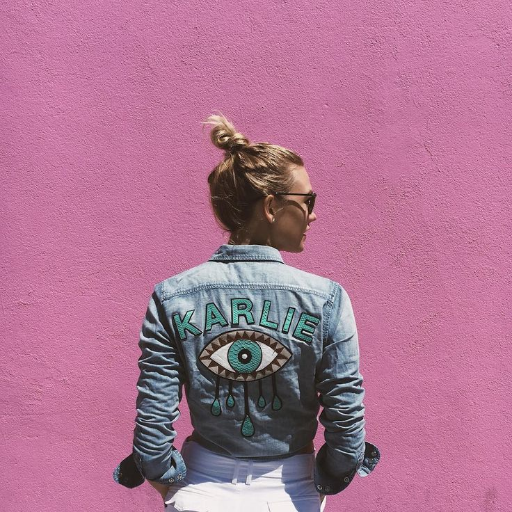 Karlie Kloss Wears One of Fall's Wildest Trends                              …