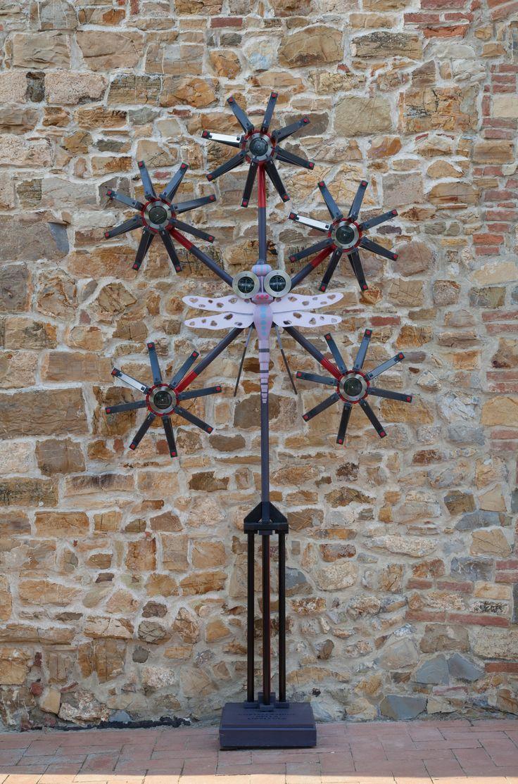 """""""Costellazione della Libellula"""" legno dipinto, ferro e lampade solari, cm 285x140x50, 2011"""