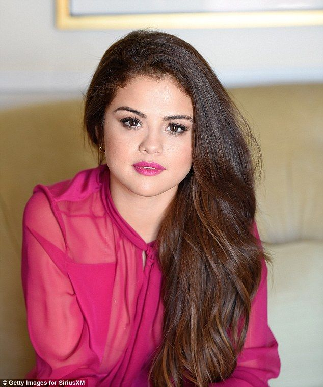 Come & Get It is right: The 23-year-old singer wore bright pink lipstick to match her atti...
