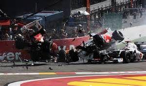 Forma-1: hatalmas rajtbaleset, szenzációs verseny, magabiztos Button ...