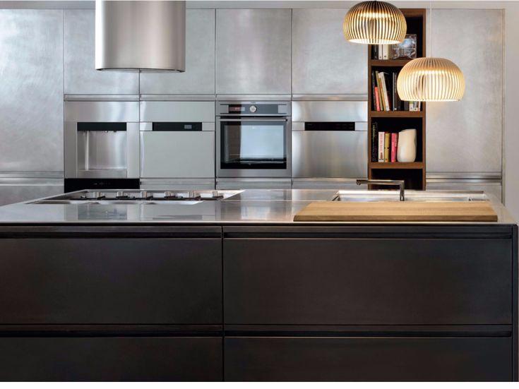 Cocina con isla MONOLIT 45° OXIDE BRONZE by Xera by Arex diseño Daniele Lo Scalzo Moscheri