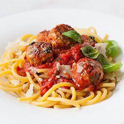 Makaron z pulpecikami w sosie pomidorowym | Kwestia Smaku