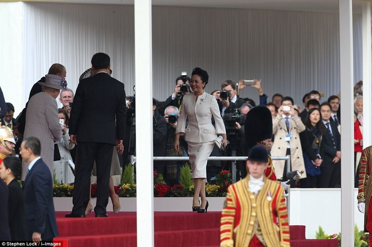 The president's wife, Peng Liyuan, looked elegant in an ivory skirt suit as she prepared to meet the Queen and the Duke of Edinburgh