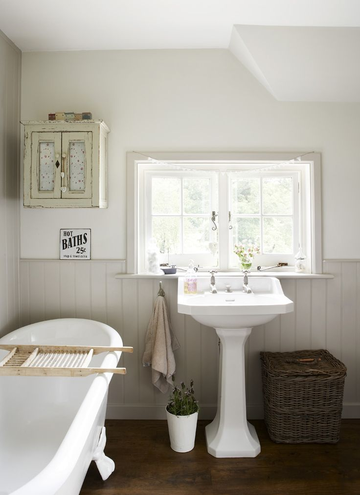 Those cute little windows over the sink... and the rather miniature cupboard to the left.... both add a cottage-look to the room.