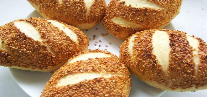 Pastane tadında leziz mi leziz Susamlı ve Nişastalı Poğaça tarifini mutlaka deneyin.   Susamlı ve Nişastalı Poğaça tarifini deneyen anneler çocuğunun beslenme çantasına bir poğaça koyarak onlara kocaman bir sürpriz yapıyor <3  http://www.yemekhaberleri.com/susamli-ve-nisastali-pogaca/