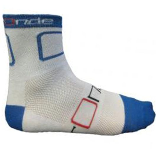 Looking for comfortable cycling socks? Ride on with Ronde Mid Rider Coolmax ycling socks in blue. Features du pont coolmax 4-channel fibre, sports mesh for active cooling and no slip single-skin cuff (12cm high). Fabric is 60% coolmax, 35% polyester and 5% elastane.
