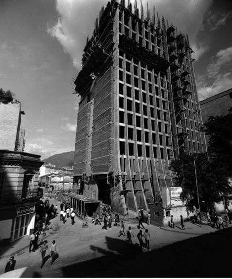 Construccion del edificio Coltejer a finales de los 60s