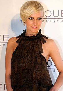 Favorite Ashlee Simpson style...in my opinion she's never looked better!