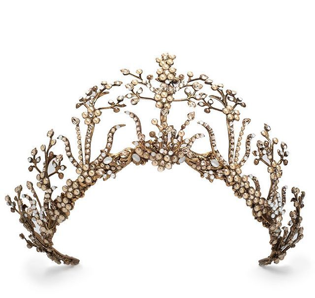 Oh my! Be still my beating heart! Bohemian gloriousness (is that a word??) new crowns from our FW2017 collections!! #lovelovelove ❤️