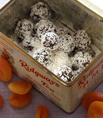 Abrikoskugler med kokos | Opskrift