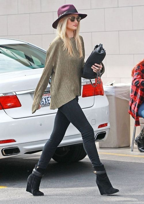 oversized sweater +skinny jeans + wide brimmed hat + wedges