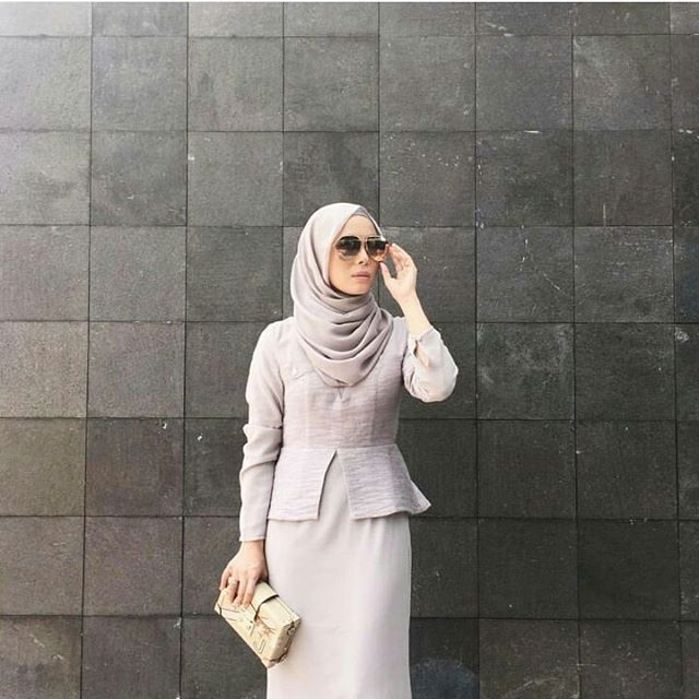 @vivyyusof goes minimal in the POPLOOK Premium for @fashionvaletcom. Doesn't she look fab! ♡-ing this look... The POPLOOK Premium for FV was brought forth for the classy modern women who knows how to balance work and personal life. Vivy is a prime example of the meaning for this collection. Head on to Fashion Valet to get your fix on our limited Premium Pieces. #POPLOOK #fashionvaletcolab