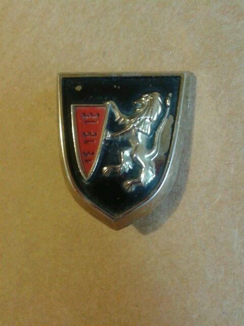 1957-1961 CHRYSLER NEW YORKER WINDSOR ORIGINAL LION CREST EMBLEM ORNAMENT MOPAR #DPCD