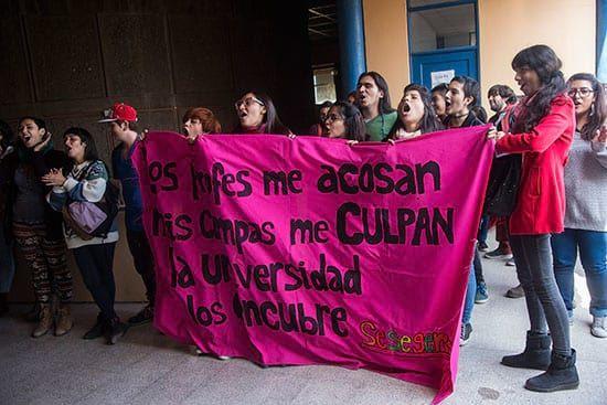 Analizamos por qué los dichos del historiador defendiendo a profesores denunciados y sancionados por acoso sexual en la Universidad de Chile son totalmente inaceptables. No es primera vez que quien fuera galardonado con el Premio Nacional de Historiadespliega su machismo ante los medios de comunicación. Desde su posición de privilegio en el mundo académico, Gabriel …