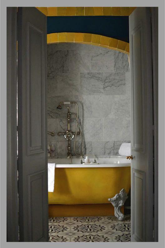 vasche da bagno vintage: Marbles Tile, Bathroom Design, Decor Bathroom, Yellow Tubs, Bathroom Yellow, Clawfoot Tubs, Bathroom Decor, Cement Tile, Mustard Yellow