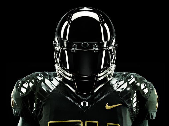 Obsessing over Nike's Rose Bowl uniforms for the Oregon Ducks. So cool looking